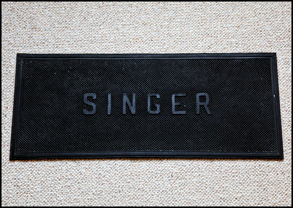 Picture of Singer rubber mat for domestic sewing machine