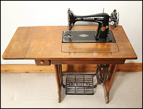 Vintage Singer Cabinets And Treadle Bases Oldsingersewingmachineblog Custom How Much Is A Singer Sewing Machine Table Worth
