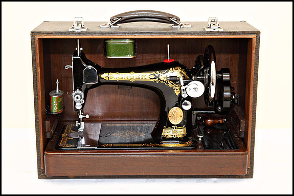 Picture of 1938 Singer 28K in case