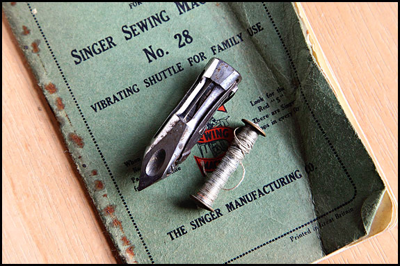 Picture of Singer Vibrating Shuttle with long bobbin