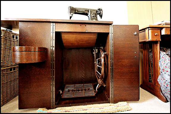 Picture of Singer Cabinet no.46 with Singer 201K Mk2