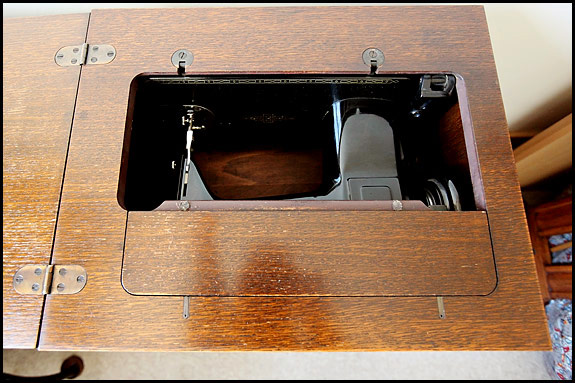 Picture of top of Singer Cabinet #46 with machine down