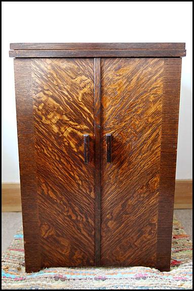 Picture of Vintage Singer cabinet no.46