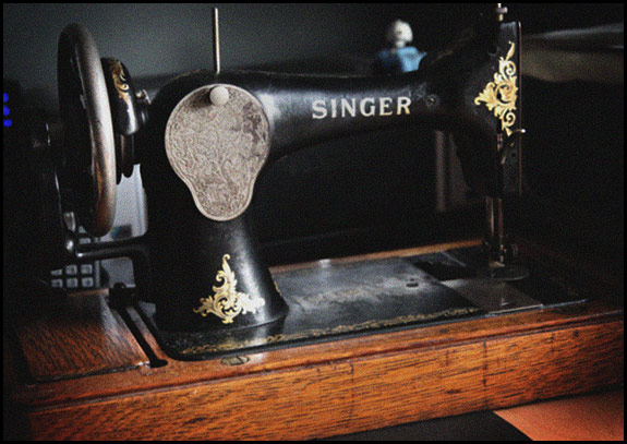 Rubbish snap of old Singer sewing machine