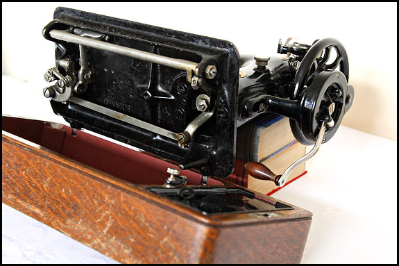 Picture of underneath Singer 99K sewing machine
