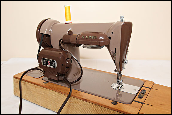 Picture of Singer 185K sewing machine, rear view