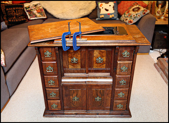 Picture of Singer drawing room cabinet - Treadle Sewing Machines Oldsingersewingmachineblog