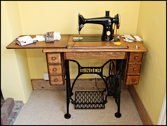 Picture of Singer 201K in 7-drawer cabinet table (treadle base)