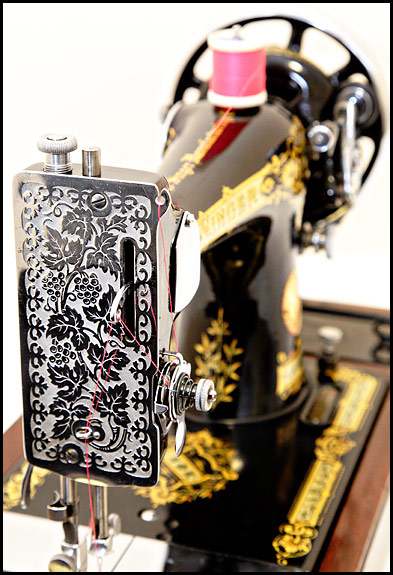 picture of faceplate of 1935 Singer 28K