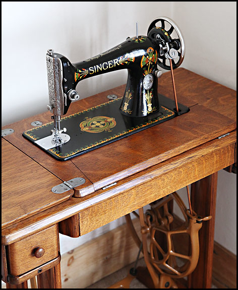 Picture of 1920 Singer Lotus decal 66K treadle