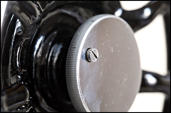 picture of stop motion clamp screw on vintage Singer