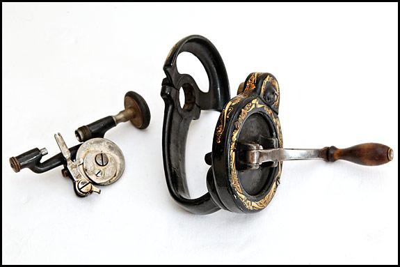 Handcrank Sewing Machines Oldsingersewingmachineblog Stunning Vintage Hand Crank Sewing Machine