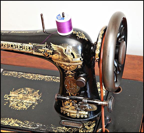 Handcrank Sewing Machines Oldsingersewingmachineblog Extraordinary Vintage Hand Crank Sewing Machine