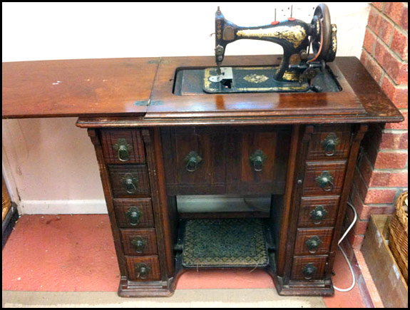 Treadle Sewing Machines Oldsingersewingmachineblog Impressive Ebay Sewing Machines Singer