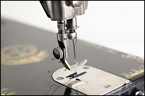 The Backclamp Singer 40 Mystery Oldsingersewingmachineblog Extraordinary Needle Clamp Sewing Machine Definition